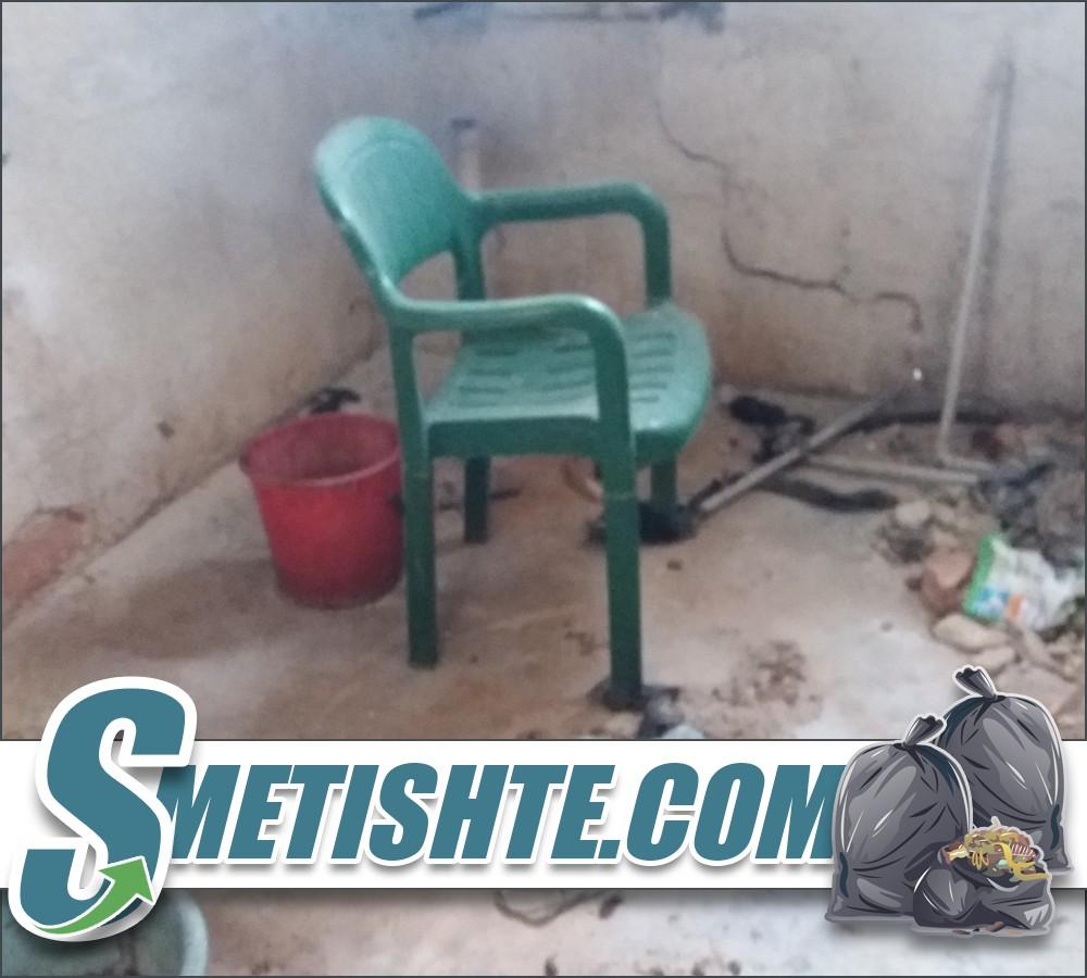 Разчистване на къща с отпадъци в София