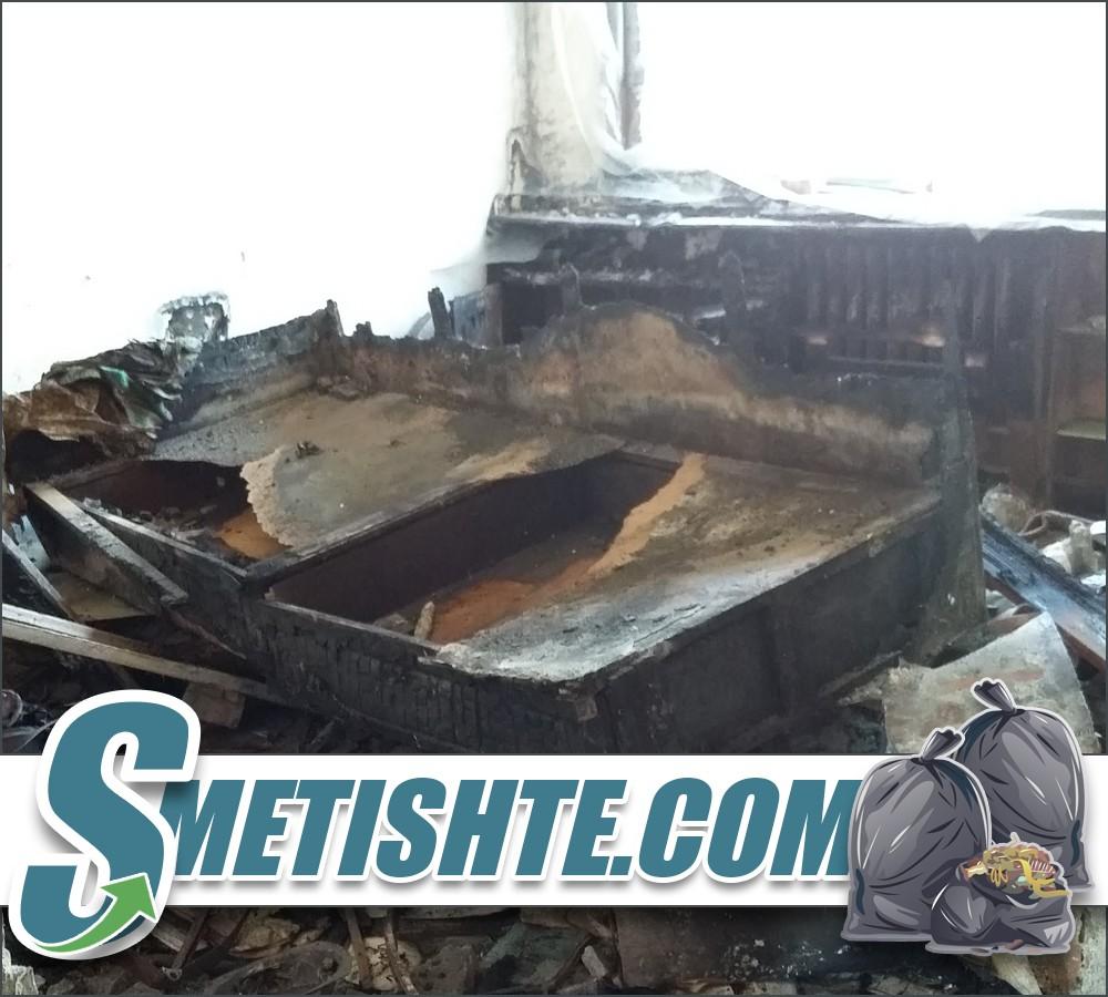 Почистване и извозване на боклук след пожар в София