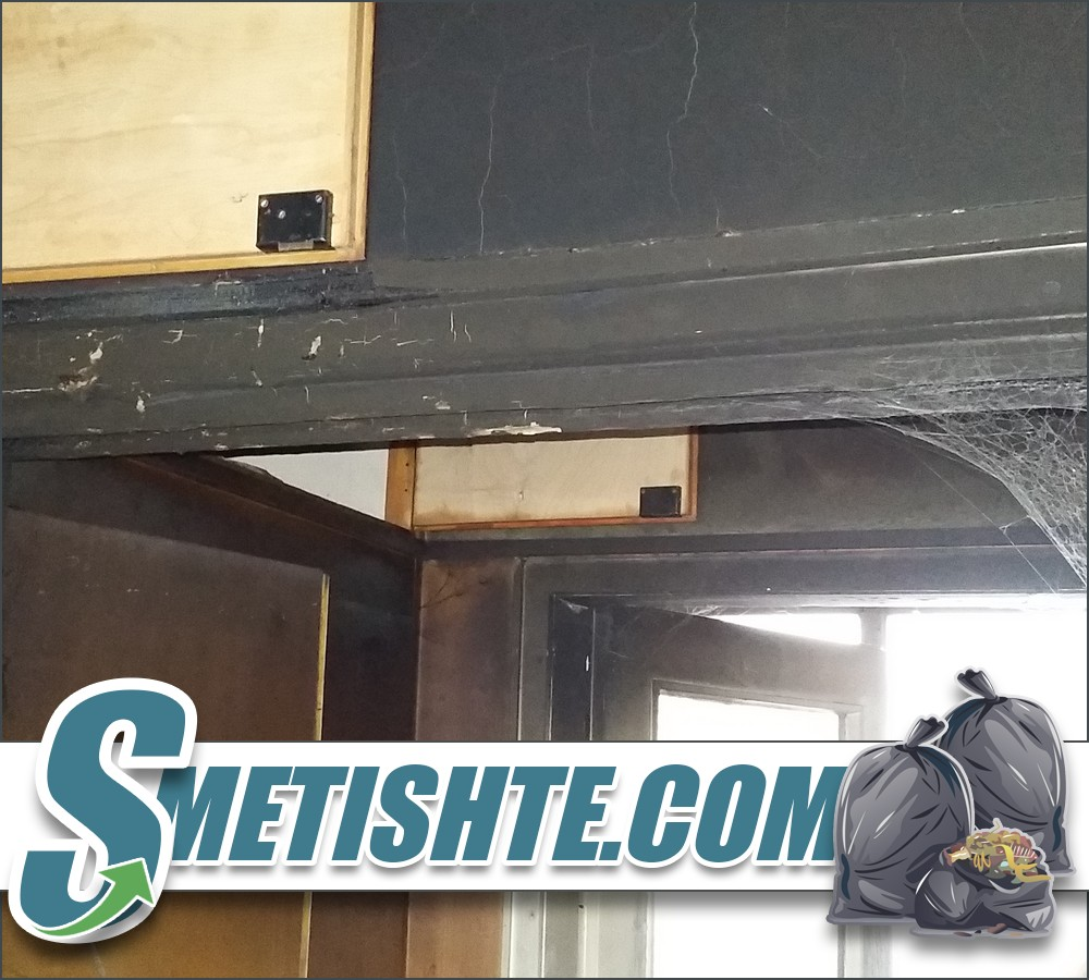 Опразване на апартамент след пожар в София