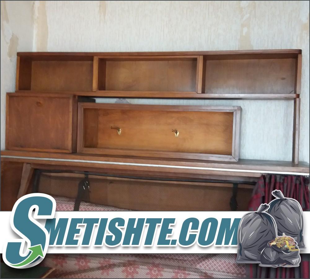 Извозване на мебели при почистване на къща с двор